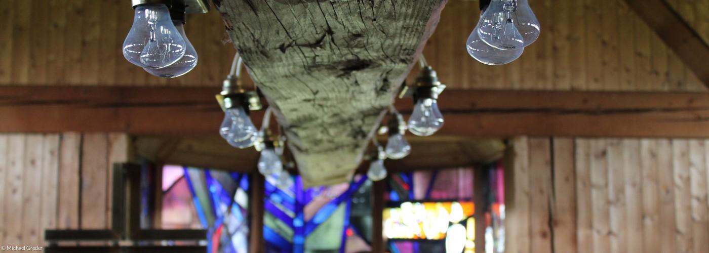 Die Beleuchtung im Mittelbalken der Jakobuskirche